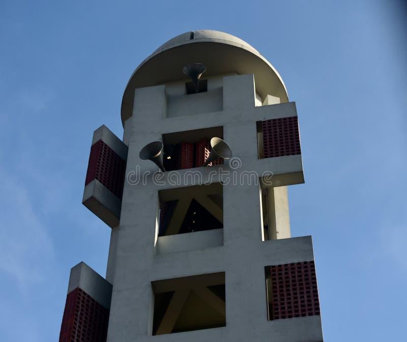 Высокорослое мусульманское религиозное здание с фото mic уникальным стоковая фотография