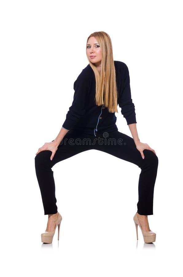 Высокорослая молодая женщина в черной одежде изолированной дальше стоковое изображение rf