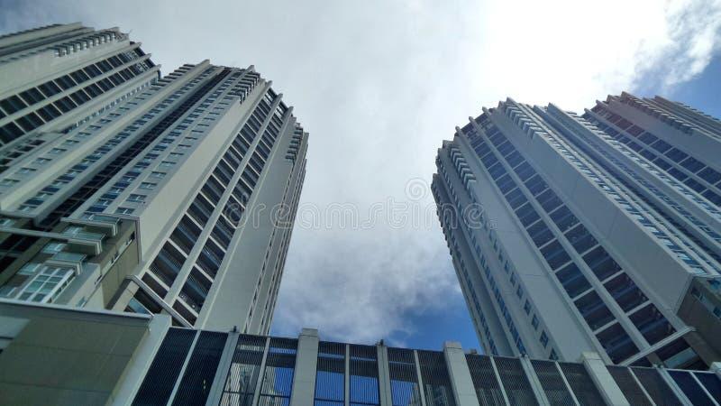 Высокорослое двойное проживающее здание стоковая фотография