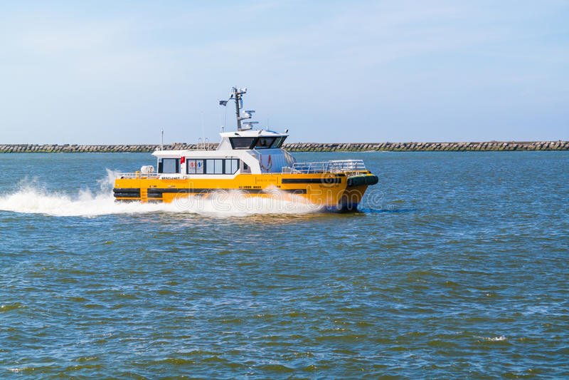 Высокоскоростное workboat windcat стоковая фотография