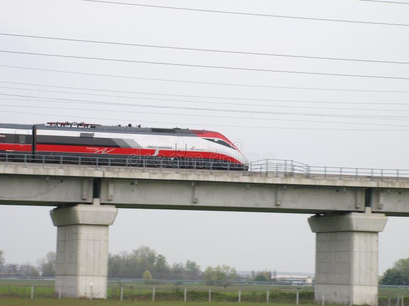 Высокоскоростной итальянский поезд Frecciarossa стоковое изображение