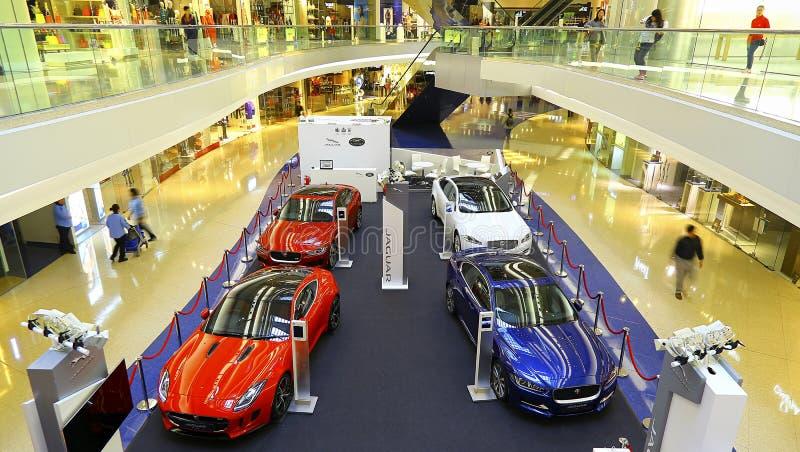 Выставка автомобиля Land Rover ягуара на торговом центре прогулки фестиваля, Гонконге стоковые изображения