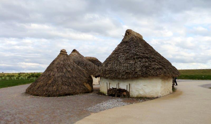 Выставка домов Стоунхенджа неолитическая - Стоунхендж, Солсбери, Англия стоковое изображение