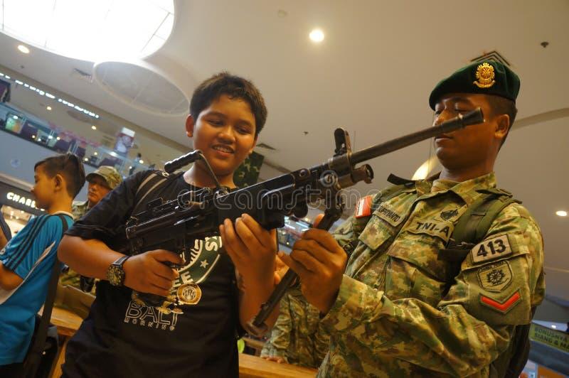 Выставка огнестрельных оружий стоковое изображение