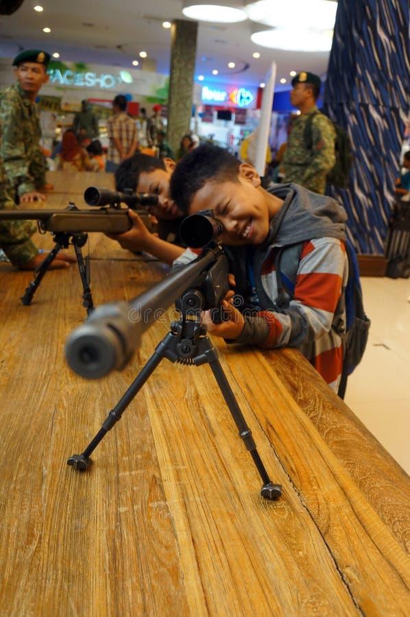 Выставка огнестрельных оружий стоковые изображения rf