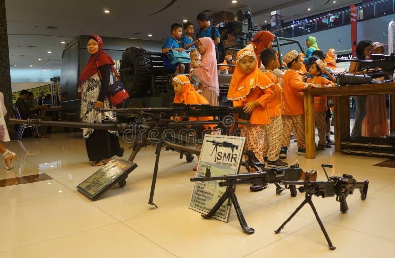 Выставка огнестрельных оружий стоковое фото