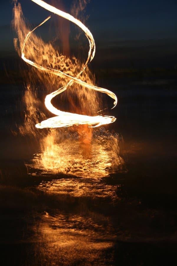 Выставка огня в море стоковая фотография rf