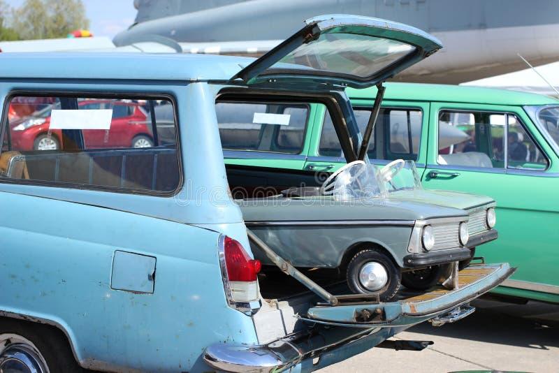 Выставка ретро автомобилей стоковая фотография