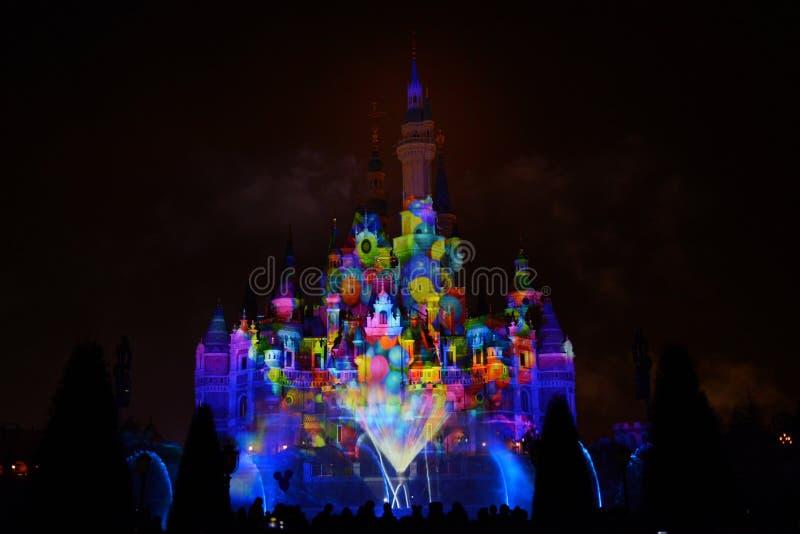 Выставка света и фейерверков в Шанхае Диснейленде стоковая фотография rf
