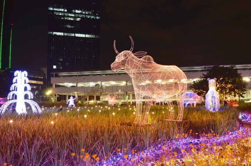 выставка света СИД коровы один из китайского зодиака в фестивале 2017 освещения Таиланда стоковые изображения