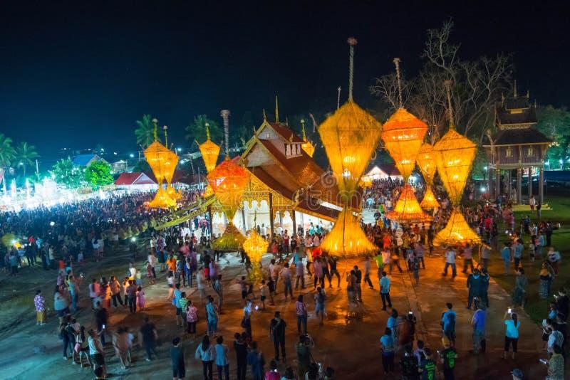 Выставка традиции фестиваля большой бамбук с цветками на Таиланде стоковое изображение