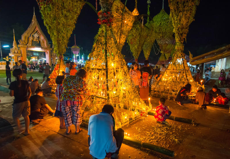 Выставка традиции фестиваля большой бамбук с цветками на Таиланде стоковые изображения