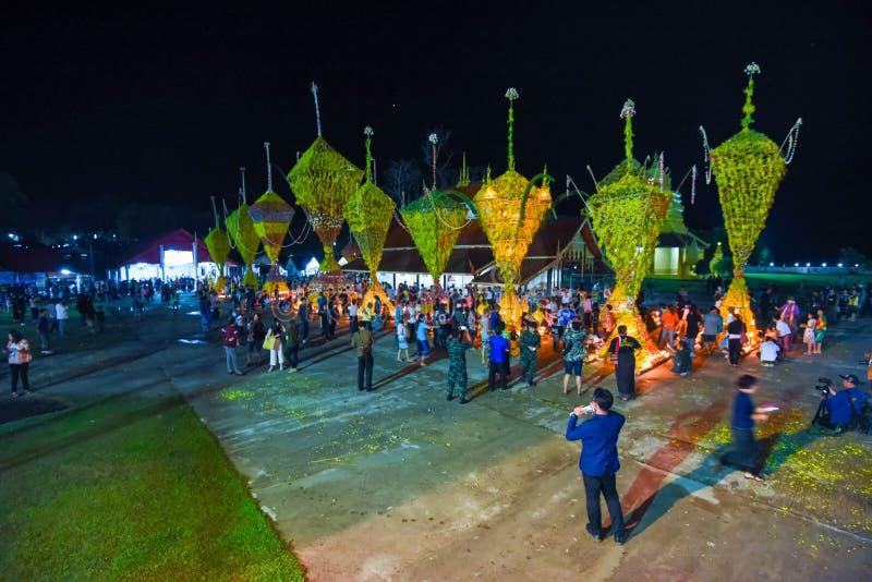 Выставка традиции фестиваля большой бамбук с цветками на Таиланде стоковые фотографии rf