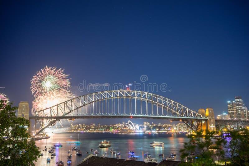 Выставка фейерверков кануна Нового Годаа Сиднея стоковое фото rf