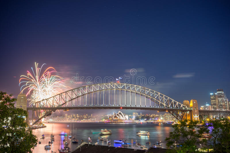 Выставка фейерверков кануна Нового Годаа Сиднея стоковая фотография rf