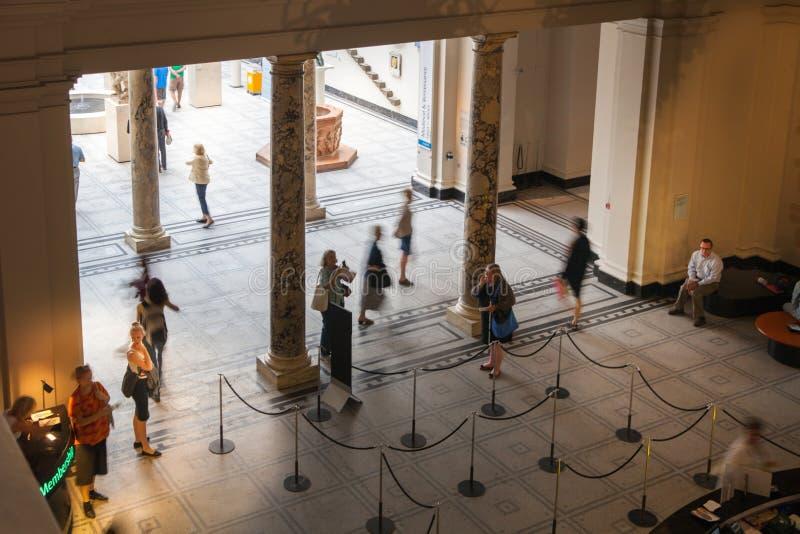 Выставочный зал музея Лондона, Виктории и Альберта Музей V&A музей мира самый большой декоративных искусств и дизайна стоковые фотографии rf