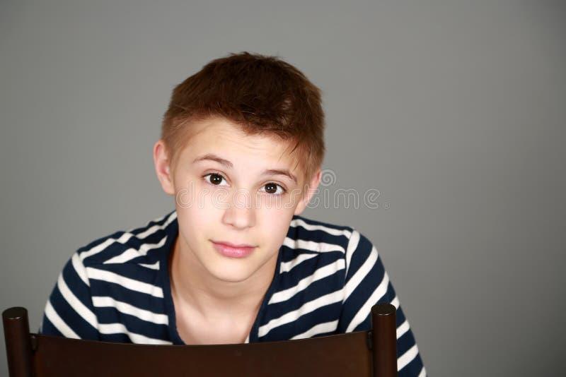Download Выстрел в голову мальчика твена Стоковое Изображение - изображение насчитывающей волосы, вскользь: 40580911