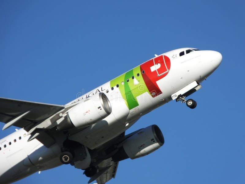 ВЫСТУЧАЙТЕ самолет стоковые изображения rf