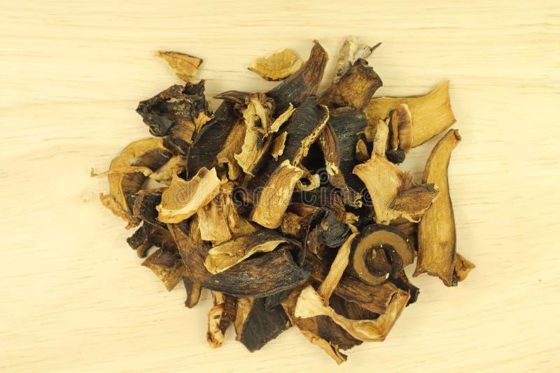 Высушенные грибы porcini на деревянном стоковое изображение rf