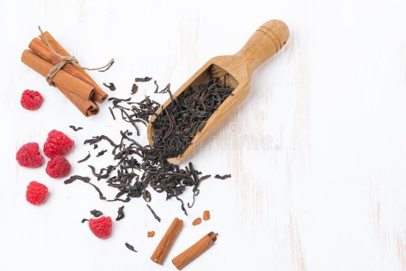 Download Высушенные листья чая, ручки циннамона и поленики Стоковое Изображение - изображение насчитывающей циннамон, green: 40590657