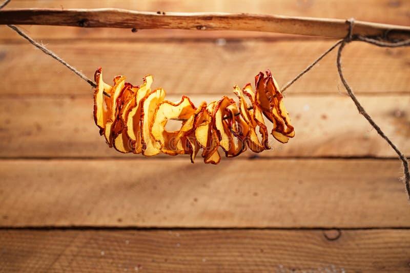 Высушенные ломтики яблока стоковая фотография