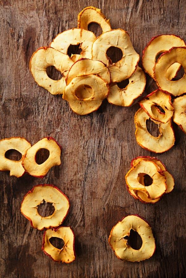 Высушенные ломтики яблока стоковая фотография rf