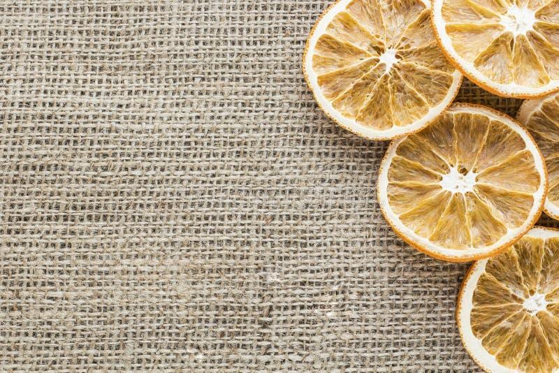 Высушенные оранжевые куски на холсте стоковое фото rf