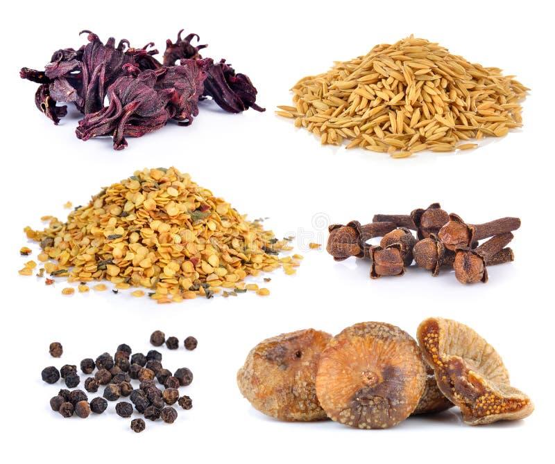 Высушенные смоквы, мозоль перца, семена chili, гвоздичные деревья специи, зерна риса стоковые фото