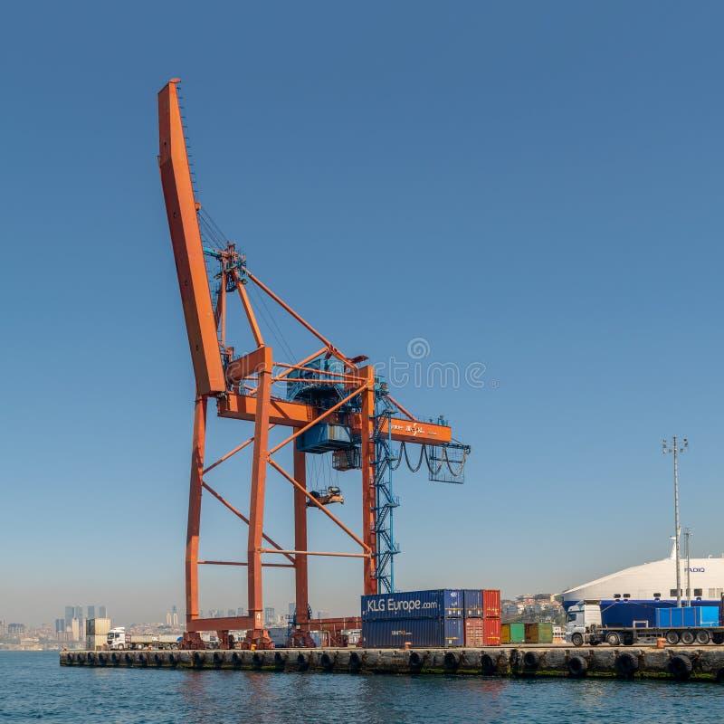 Вытягивайте шею на верфи порта Haydarpasha, Стамбула, Турции стоковая фотография