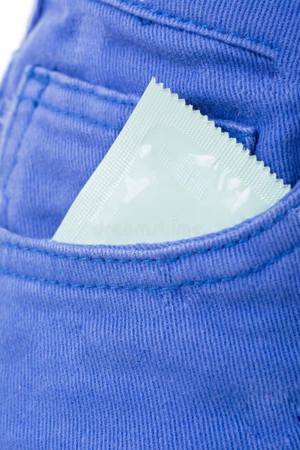 Download Вытягивать презерватив в карманн Стоковое Фото - изображение насчитывающей внимательность, управление: 37925658