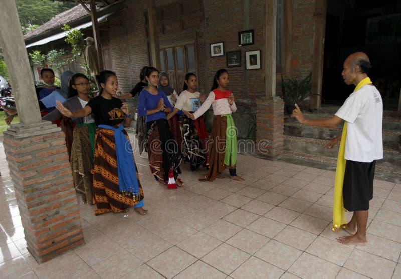 Выучите танец Javanese стоковые изображения