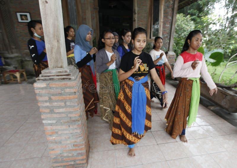 Выучите танец Javanese стоковые фотографии rf