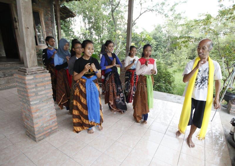 Выучите танец Javanese стоковая фотография