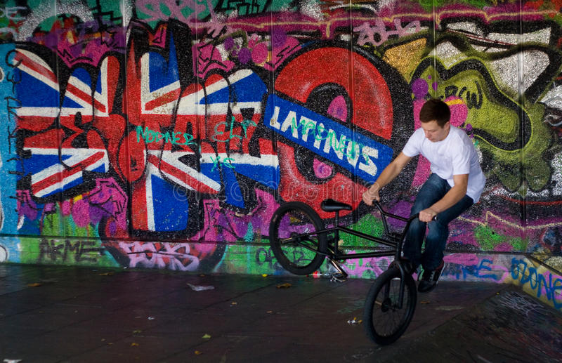 выходка конька парка london велосипедиста стоковое фото rf