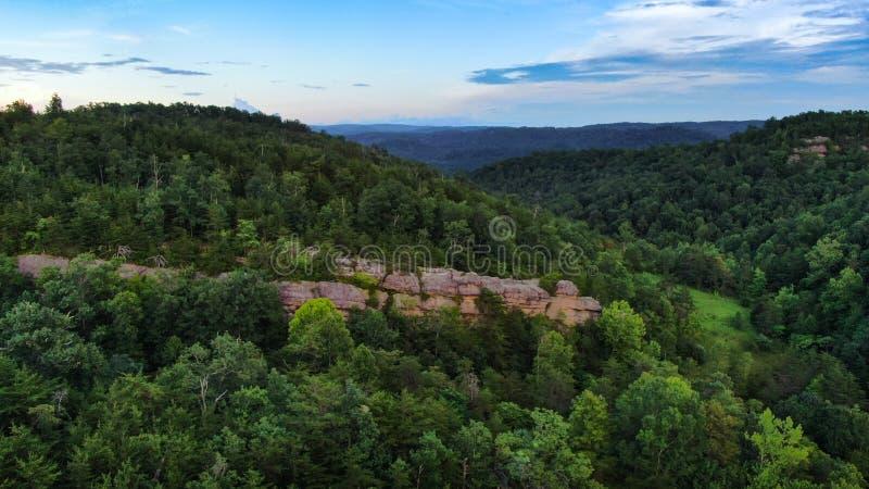 Выход пластов горы скалистый в Теннесси стоковые фотографии rf