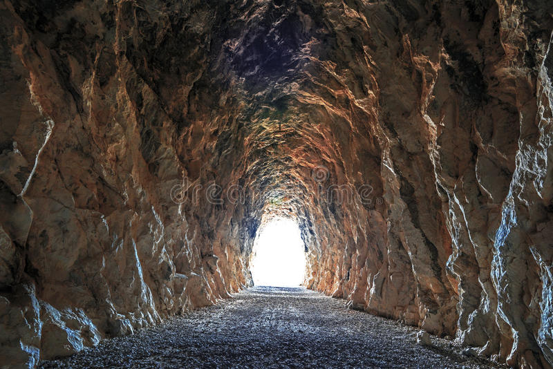 Выход от тоннеля к дневному свету стоковая фотография rf