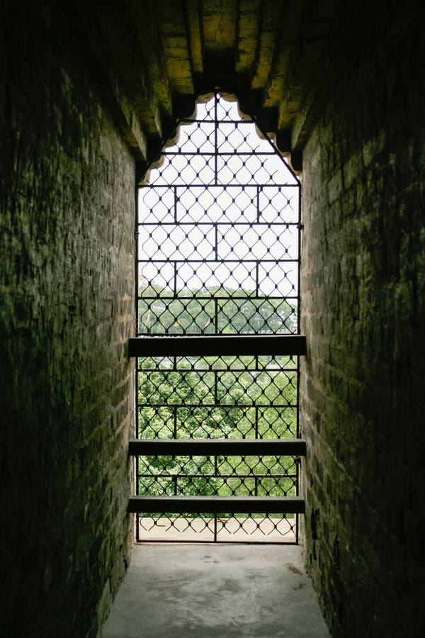 Download Выход старой каменной башни Стоковое Изображение - изображение насчитывающей история, вне: 41652327