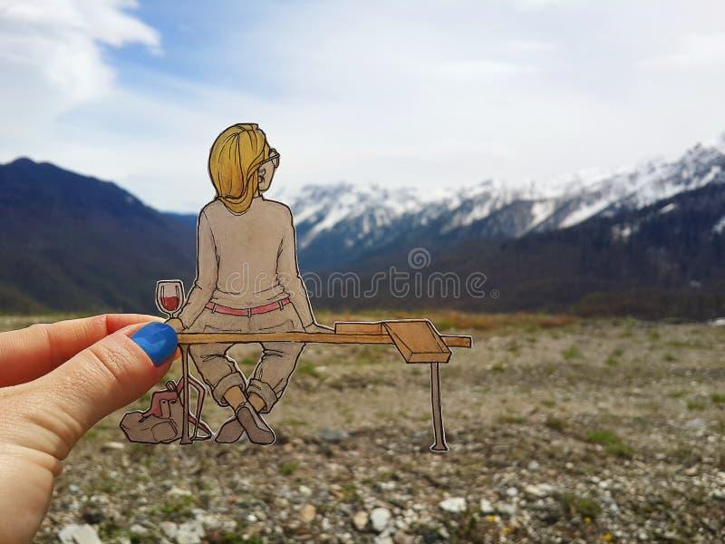 Вычерченная девушка на стенде с пиццей бесплатная иллюстрация