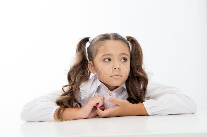 вычерченной изолированная рукой белизна вектора школы урока малая девушка на уроке школы время изучения к малая девушка с унылой  стоковое фото