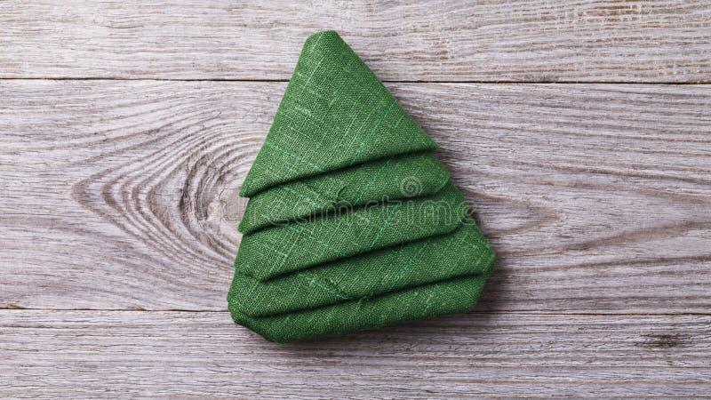 Вычисляйте в форме спруса от зеленого цвета салфетки сервировки стоковая фотография rf