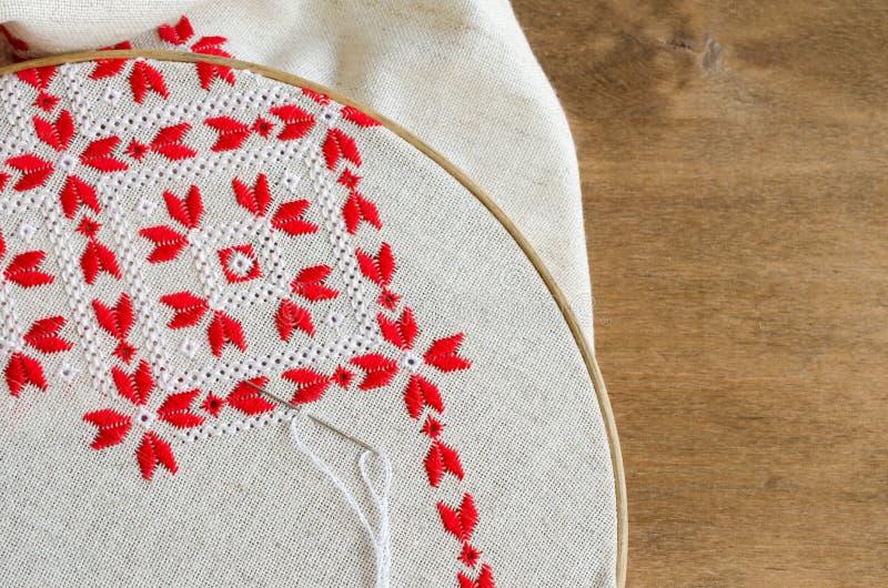 Вышивка крестом красными нитками #можно завязывать красную 35