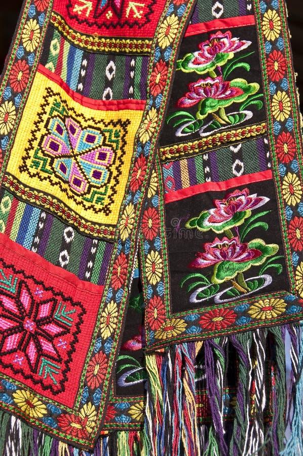 Вышивки китайского этнического меньшинства handmade красочные, Guilin, Guangxi стоковые фотографии rf