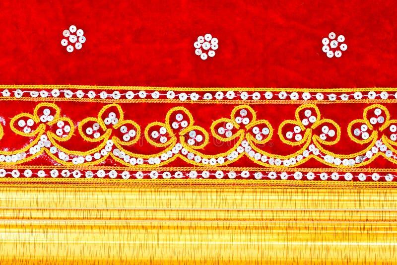 вышитое тканью деревянное золота рамки красное стоковые изображения rf