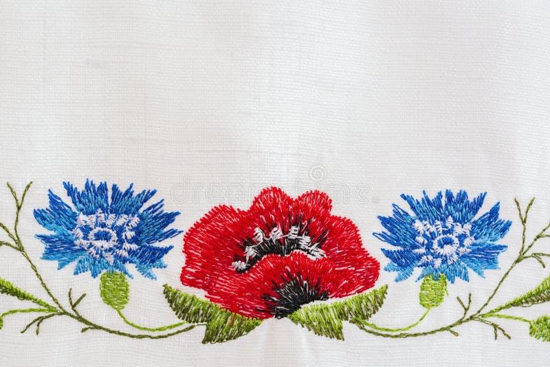 Вышитый цветочный узор стоковые изображения