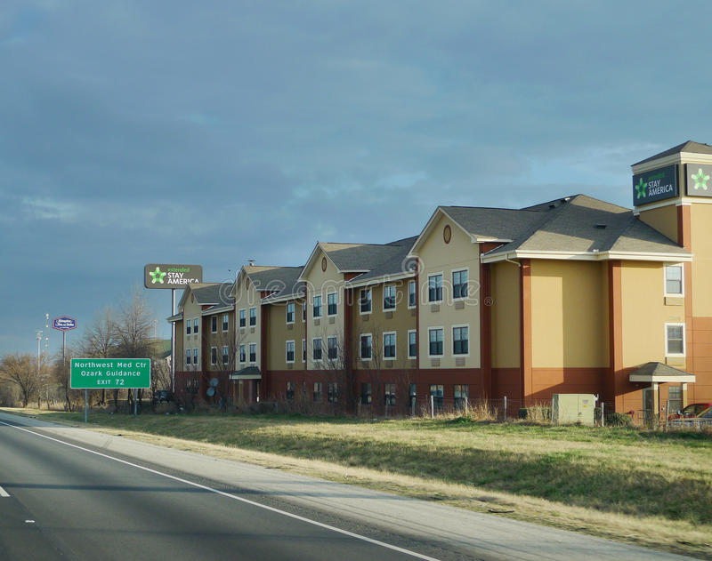 Выдвинутая гостиница пребывания в Fayetteville, Арканзасе, северо-западном Арканзасе стоковое фото