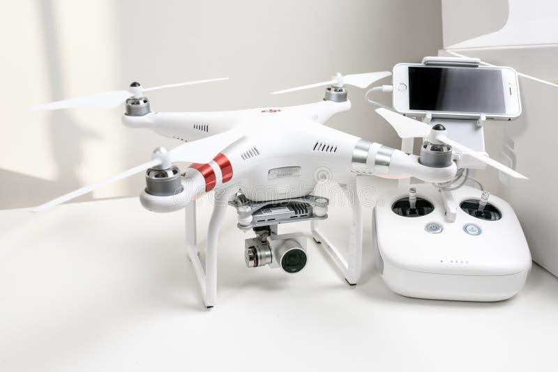 Выдвинутый фантом 3 Dji quadrocopter трутня стоковое изображение