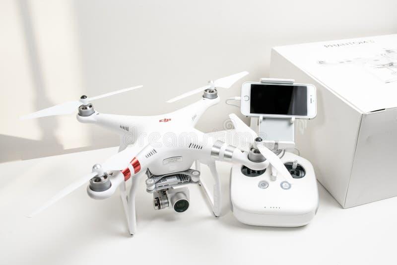 Выдвинутый фантом 3 Dji quadrocopter трутня стоковые изображения