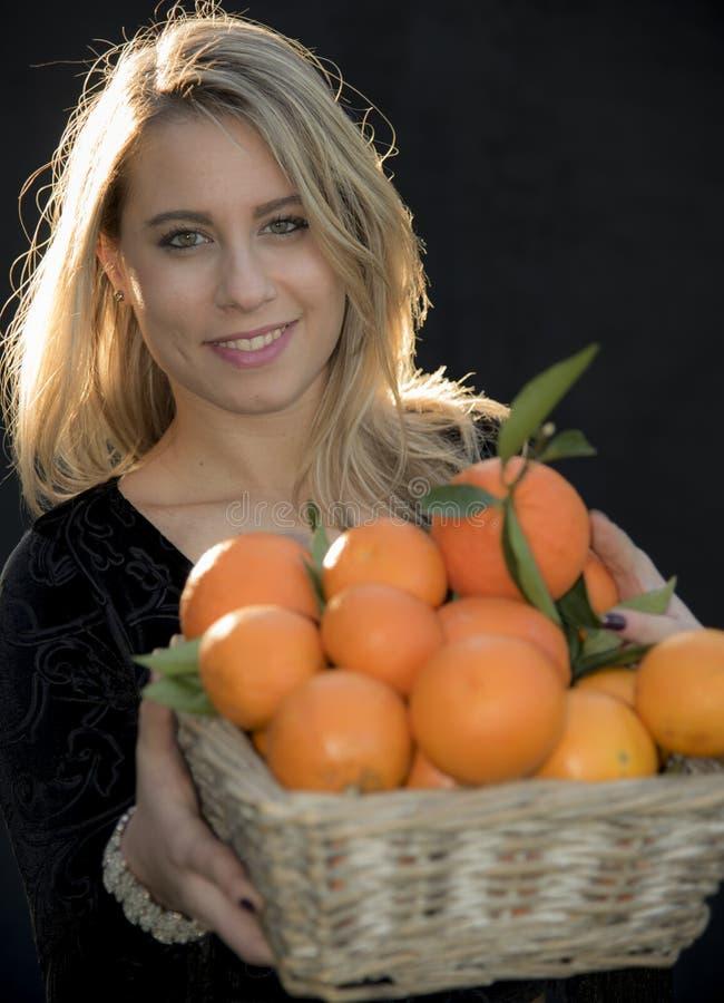 Вы хотите апельсин? стоковые изображения rf