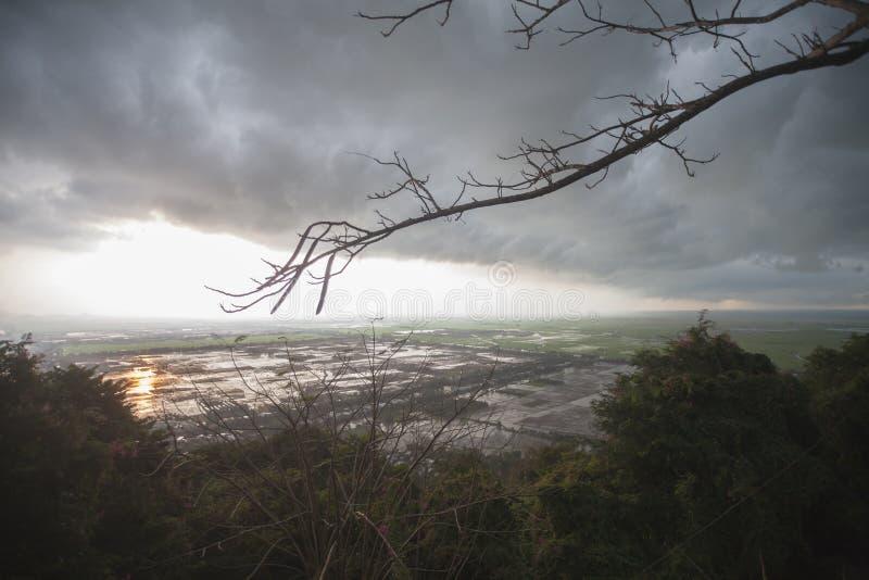 Вьетнам, Chau Doc Rainclouds над границей Камбоджи стоковые изображения rf