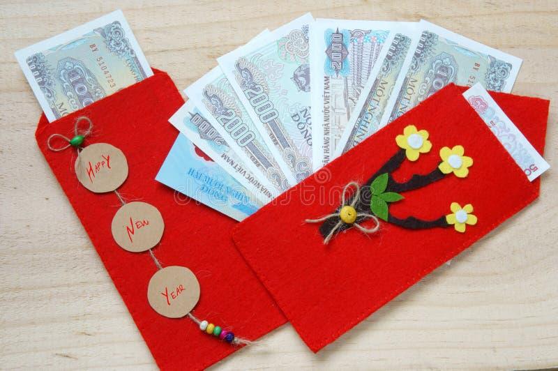 Вьетнам Tet, красный конверт, удачливые деньги стоковое фото rf